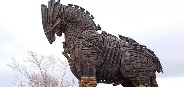 مم صنع حصان طروادة