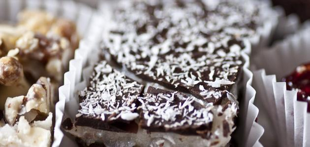 وصفة ألواح الشوكولاتة بكرات جوز الهند - فيديو