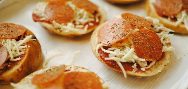 طريقة عمل البيتزا في قوالب الكب كيك