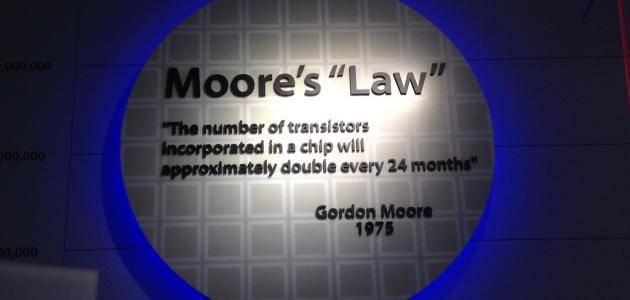 قانون مور