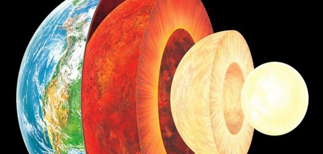 مم يتكون مركز الأرض