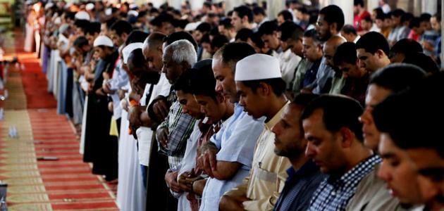 عدد التكبيرات التي ترفع فيها اليدين في الصلاة