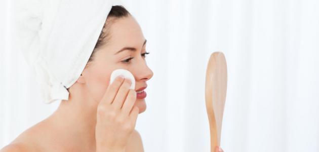 كيفية تنظيف الوجه من المكياج