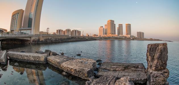 ما المدينة العربية التي لها ثمانية أبواب