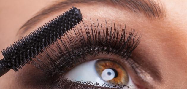 كيفية تطويل رموش العين