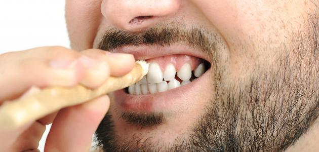 فوائد السواك للأسنان والفم