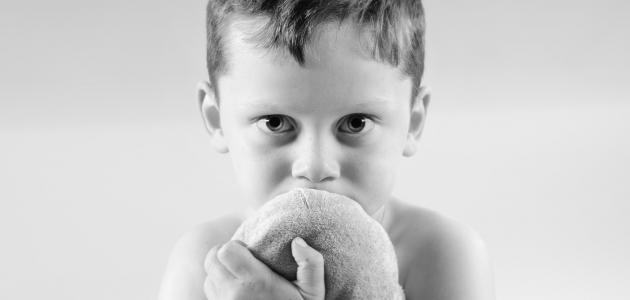 ما هي علامات طفل التوحد