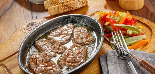 طريقة عمل ستيك اللحم بالصوص الأبيض