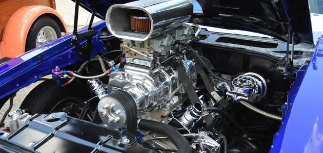 مم يتكون محرك السيارة