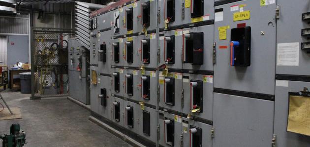 مكونات لوحة التوزيع الكهربائية