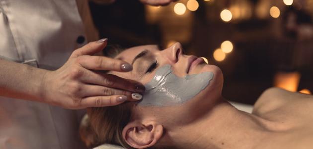 طريقة عمل ماسك طبيعي لتفتيح البشرة