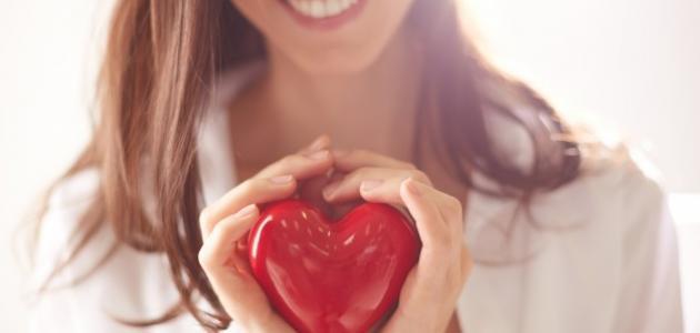 ما هي علامات الحب عند النساء في علم النفس