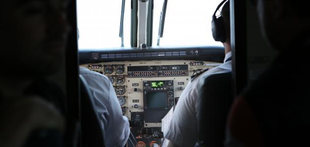 كيفية قيادة طائرة