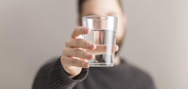 أضرار قلة شرب الماء على الجسم