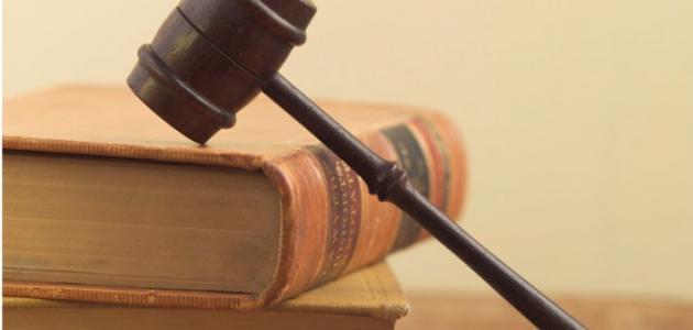 ما الفرق بين الدستور والقانون