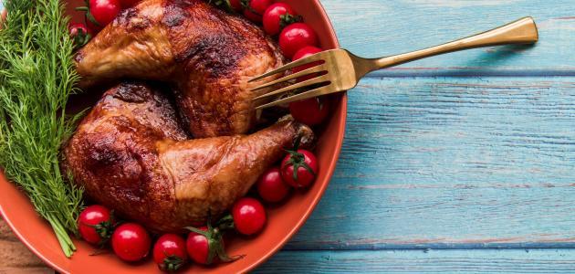 أفخاد الدجاج بالصلصة الحمراء