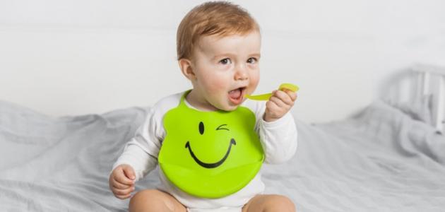 مراحل أكل الطفل