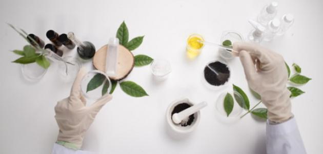 صناعة مواد التجميل الطبيعية