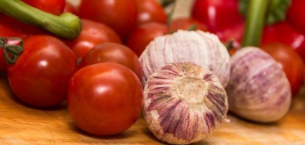 طريقة عمل سلطة الطماطم بالثوم