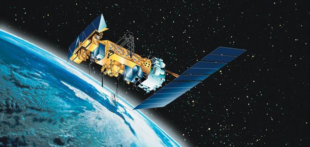 لماذا لا تسقط الأقمار الصناعية