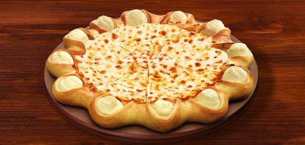 طريقة عمل بيتزا محشية الأطراف