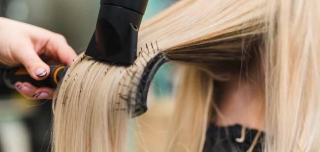 كيفية تفتيح الشعر الأسود إلى الأشقر
