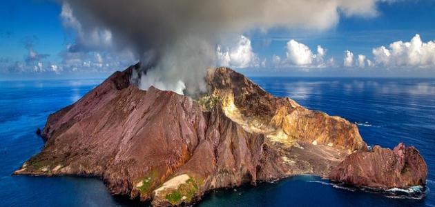 كيف يحدث البركان