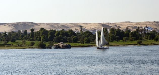 كم عمق نهر النيل