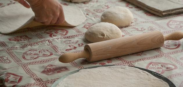 طريقة عمل عجينة البيتزا والفطائر