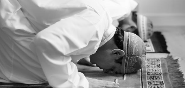 ما حكم الصلاة على جنابه