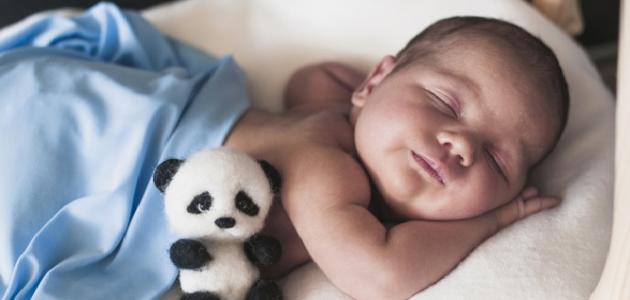 عدد ساعات نوم الطفل بعمر 4 شهور