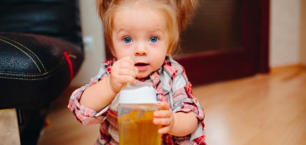متى يشرب الطفل العصير