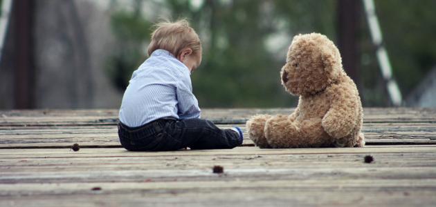متى يجلس الطفل بمفرده