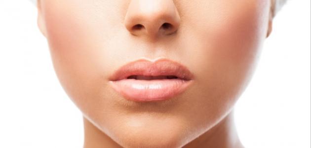 أسرع طريقة لإزالة السواد حول الفم
