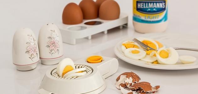 أسرع طريقة لتقشير البيض المسلوق