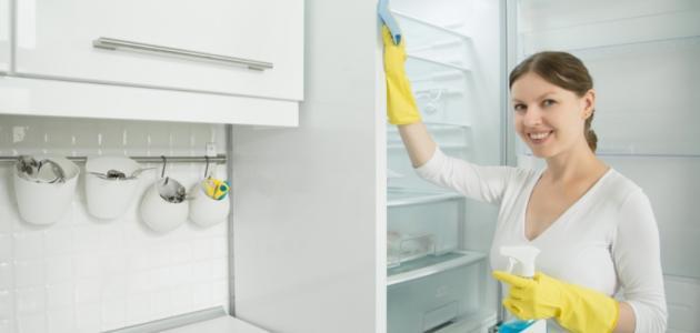 أفضل طريقة للتخلص من رائحة الثلاجة
