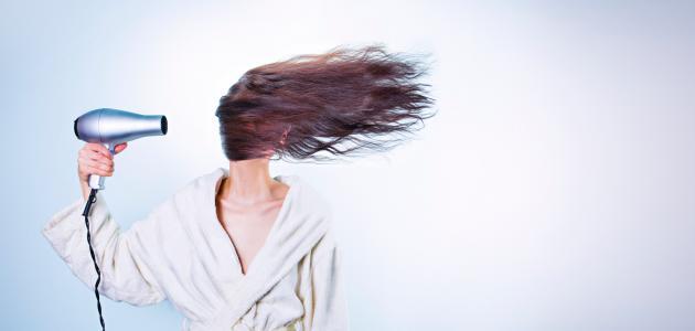 أضرار تجفيف الشعر بعد الاستحمام