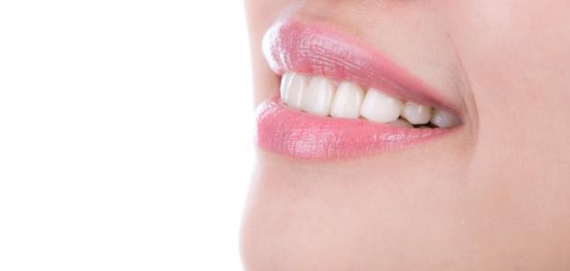 أسهل وصفة لتبييض الأسنان