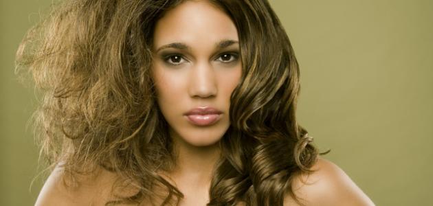 كيف يتم ترطيب الشعر الجاف