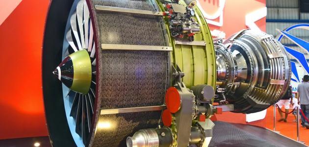 كيف يصنع محرك الطائرة