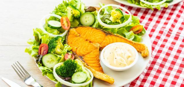 أطباق مع السمك