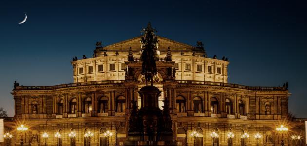 أكبر قصر بالعالم