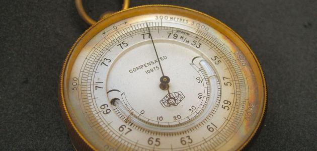 بماذا يقاس الضغط الجوي