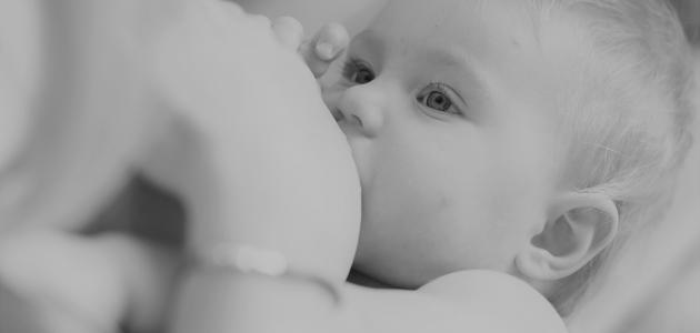 أضرار رضاعة الطفل أثناء الحمل