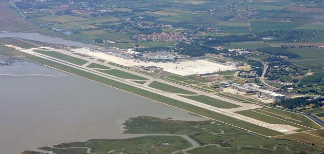 أين يقع مطار ماركو بولو
