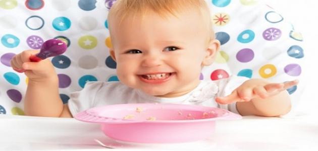 كيفية تغذية الأطفال