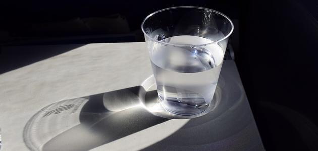 أضرار شرب الماء على الريق