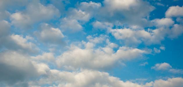 لماذا يكون لون السماء أزرق