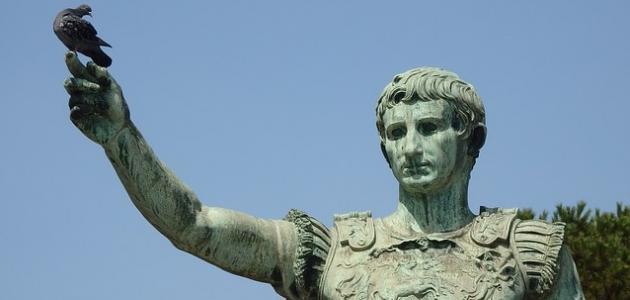 أول إمبراطور لروما