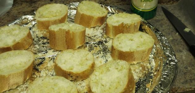 كيفية عمل الخبز بالثوم